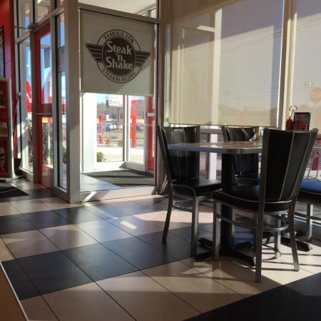 The dining area picture of steak n shake sevierville for Steak n shake dining room hours