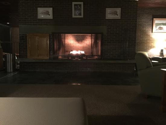 Hawks Nest Lodge: The view of the fireplace