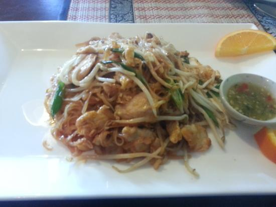 Drunken noodle with pork picture of thai lao restaurant for Ano thai lao cuisine menu