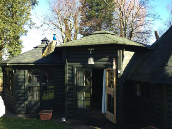 Garden birds picture of potting shed cottages coxley for Garden shed tripadvisor