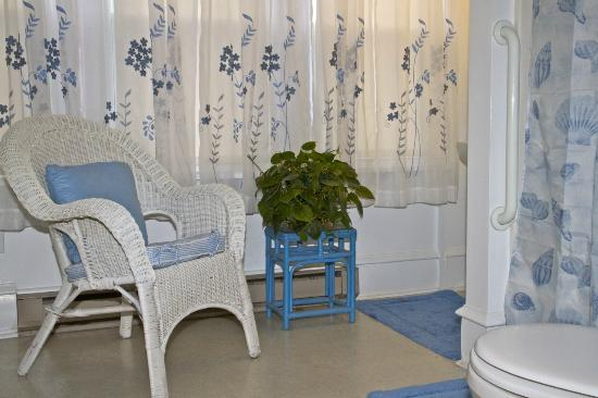 Serendipity Bed and Breakfast: Relax in this sitting area