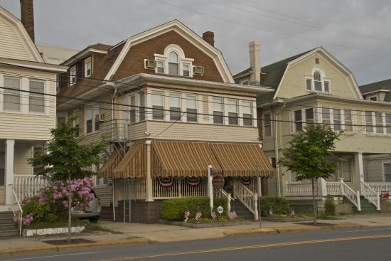 Serendipity Bed and Breakfast: Memorial Day Weekend