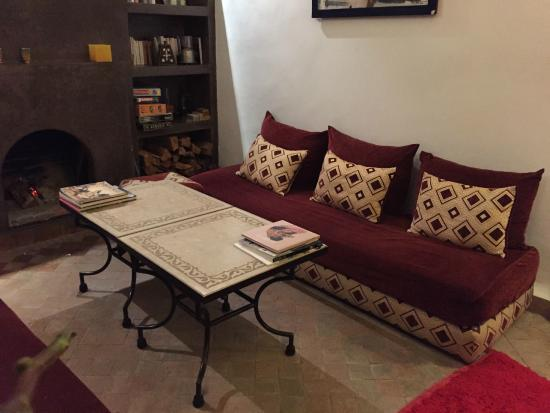 Riad Limouna: fire place in the common area