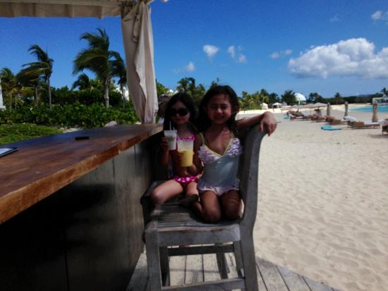 Sheriva Villa Hotel: Cooling off with our Colada Maundays Beach CapJuluca