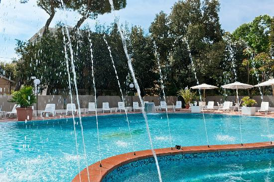 Hotel bellaria con piscina sul mare picture of hotel gambrinus tower resort bellaria igea - Hotel bellaria con piscina ...