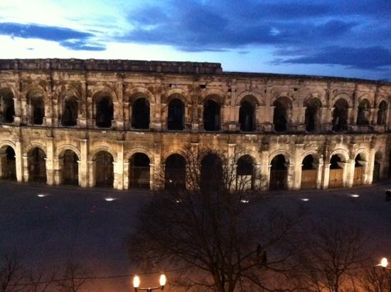 Les ar nes vues de notre chambre picture of appart for Appart hotel nimes