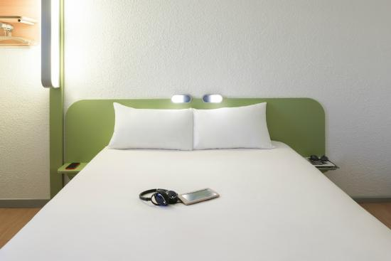 CHAMBRE DOUBLE - Picture of Ibis Budget Lyon Confluence, Lyon ...