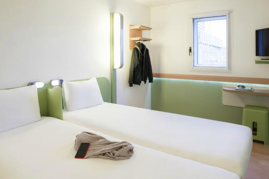 Chambre twin picture of ibis budget lyon confluence for Chambre twin