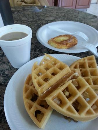 Days Inn Hagerstown: Nice breakfast. Clean and variety. Nice to stop in.