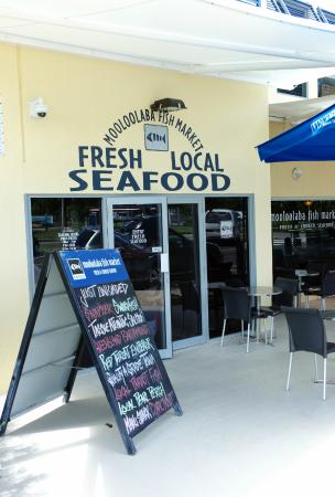 Entrance on parkyn parade picture of mooloolaba fish for Fresh fish market orlando