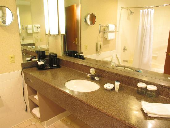 Crowne Plaza Hotel Bathroom Picture Of Crowne Plaza Springfield Springfield Tripadvisor