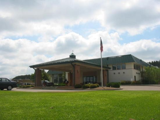 Photo of Saratoga Inn & Suites Cannon Falls