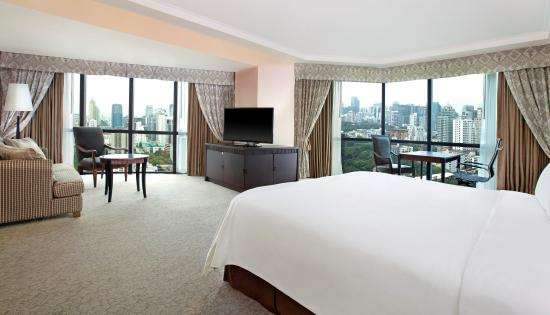 Plaza Athenee Bangkok, A Royal Meridien Hotel: Royal Club Junior Suite