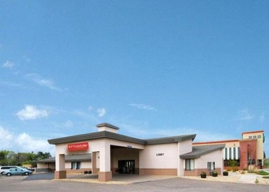 Photo of Econo Lodge Inn & Suites Menomonie