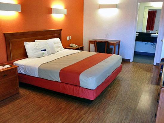 Motel 6 - Dallas - Market Center