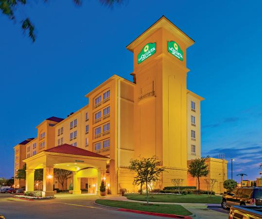 Photo of La Quinta Inn & Suites Arlington North 6 Flags Dr