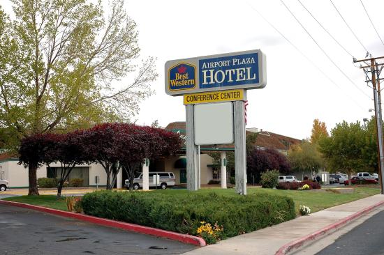 BEST WESTERN Airport Plaza Hotel