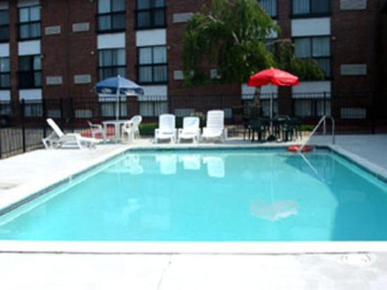 Outdoor Swimming Pool Picture Of Mainstay Hotel Conference Center Newport Tripadvisor