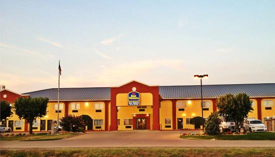 Sand Springs Inn & Suites