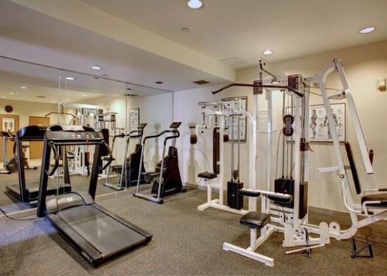 fitness center picture of comfort inn suites oakland. Black Bedroom Furniture Sets. Home Design Ideas
