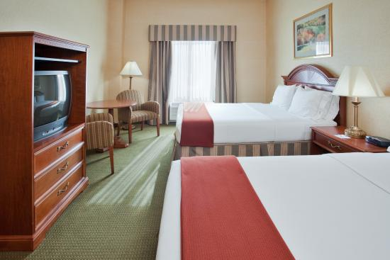 Holiday Inn Express Hotel & Suites Drums-Hazelton: Two Queen Bed sGuest Room