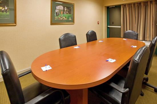 Holiday Inn Express Hotel & Suites Drums-Hazelton: Boardroom