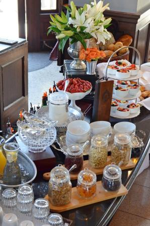 The Culver Hotel: ComplimentaryBreakfast