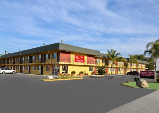 Photo of Econo Lodge Inn & Suites Buttonwillow