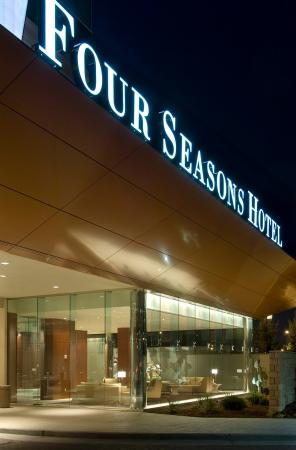 Four Seasons Hotel St. Louis Photo