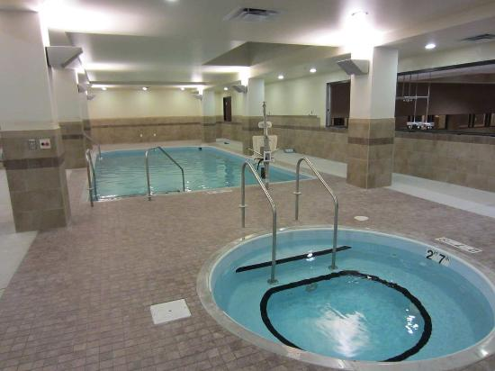 One Queen Bed Picture Of Embassy Suites By Hilton St Louis Downtown Saint Louis Tripadvisor