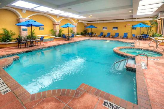 Premier conference suite picture of embassy suites hotel for Hotels in dallas with indoor pools