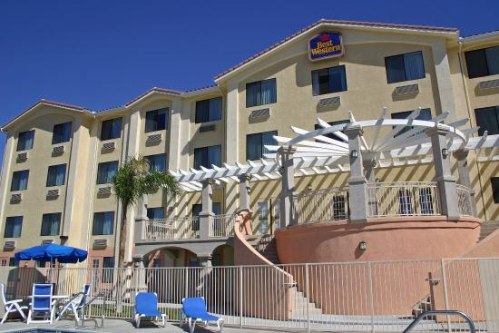 ‪BEST WESTERN PLUS Lake Elsinore Inn & Suites‬