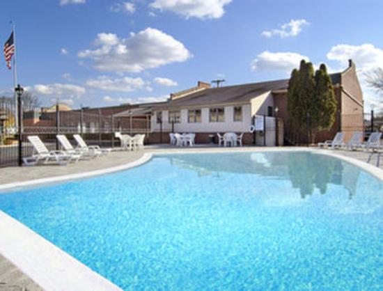 Photo of Hotel Montjoie Cergy