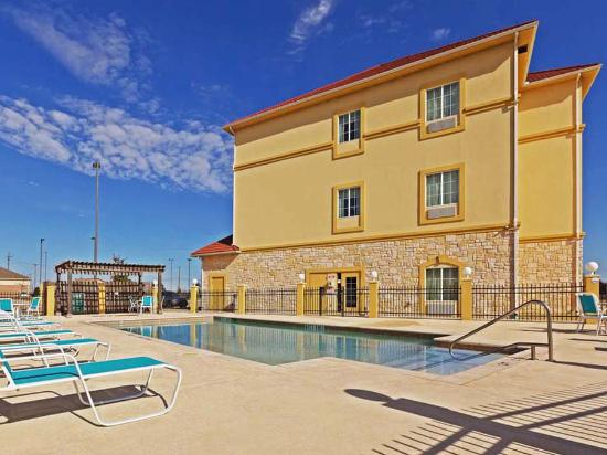 Photo of La Quinta Inn & Suites Waxahachie