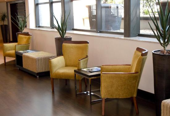 City Lodge Hotel OR Tambo Airport: Reception Chairs