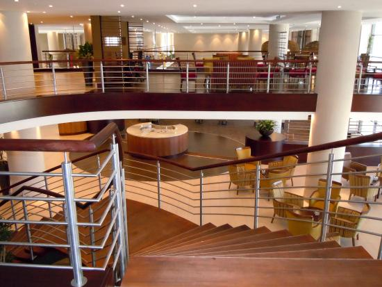 City Lodge Hotel OR Tambo Airport: Staircase