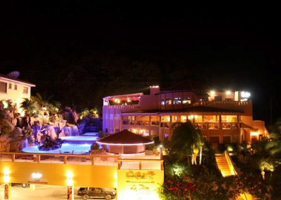 Clarion Suites Roatan at Pineapple Villas