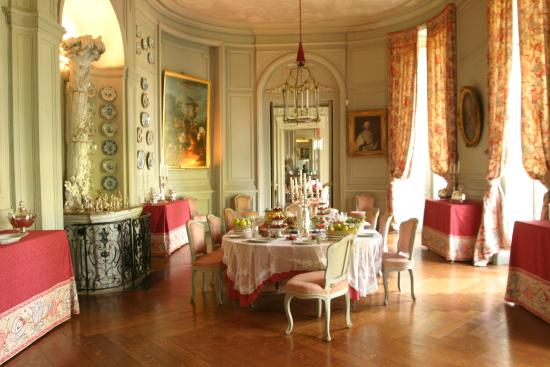 La salle manger photo de chateau de montgeoffroy for Chateau d ax table de salle a manger