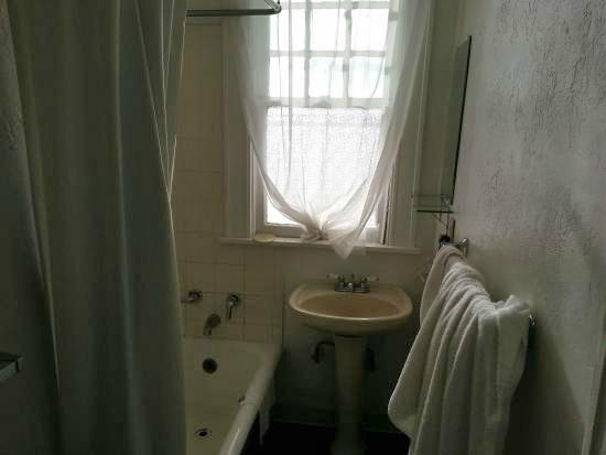 Kenilworth Lodge: the sink that still had water in it from the previous inmates