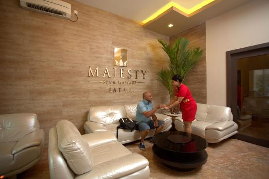 Lighting in the Reception of Majesty Spa - Picture of Nagoya, Batam