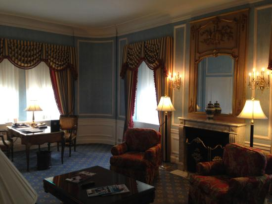 Presidential suite 40r living room picture of the towers for Waldorf astoria new york presidential suite