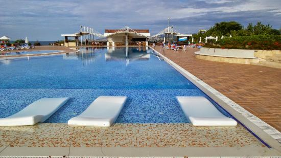 pool mit liegen picture of sentido gold island hotel alanya tripadvisor. Black Bedroom Furniture Sets. Home Design Ideas