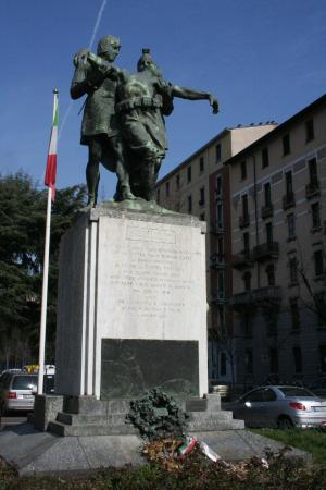 Tri ciucc picture of monumento ai caduti di porta romana - Bed and breakfast porta romana milano ...