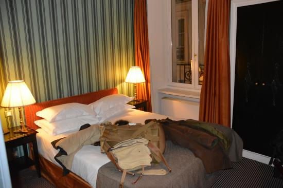 Hotel Residence des Arts: the bed and the room