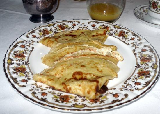 Grantley, UK: Breakfast crepes at St George's Court