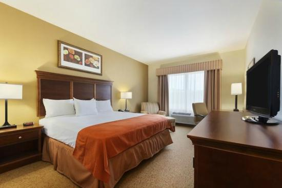 One King Bedroom Picture Of Country Inn Suites By Carlson Texarkana Texarkana Tripadvisor
