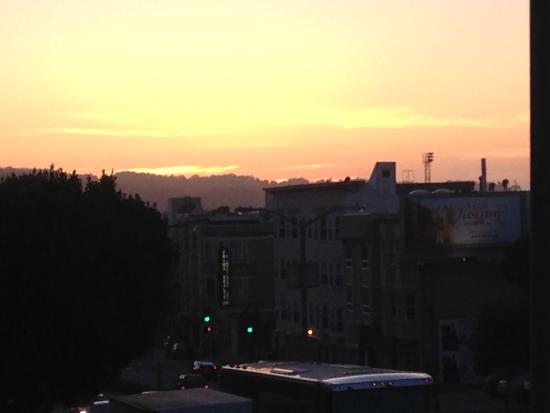 The Beautiful Sunset View From Lombard Motor Inn