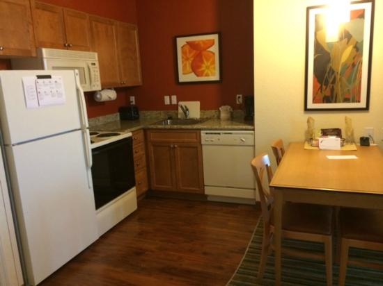 Residence Inn Cape Canaveral Cocoa Beach: Kitchen Area - 2 Bedroom Suite