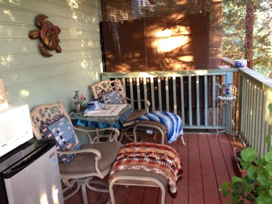 Her Castle Homestay Bed and Breakfast Inn: Seating for two