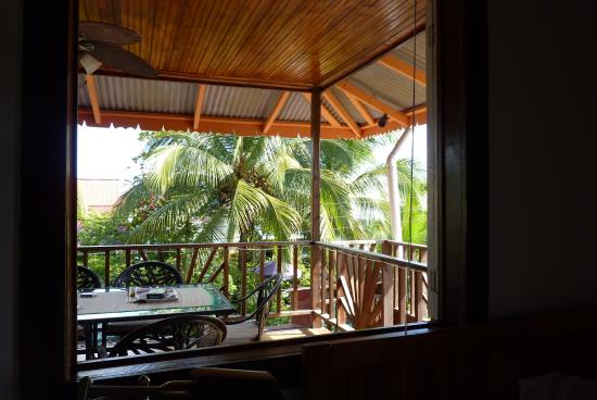 Hotel Lula's Bed and Breakfast: Airy front room